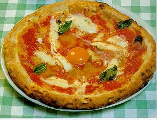 Pizza alla bismarck pizza con le uova - La cucina tedesca ...