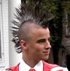 Cresta di capelli - taglio di capelli alla Mohawk